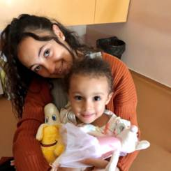 Sirine, Au pair from France